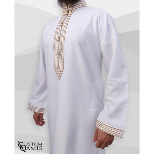 Qamis Sultan - Tissu Platinium Blanc avec Broderie Doré - Custom Qamis